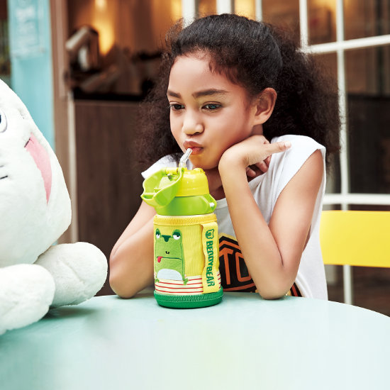 A Girl Model sipping from BeddyBear Children Vacuum Bottle Small Animal Series Frog Design
