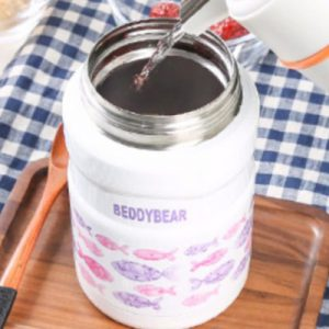 Pouring water into BeddyBear Vacuum Food Container Prints Series Fish Pink Design