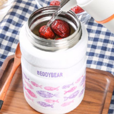 Pouring water into BeddyBear Vacuum Food Container Prints Series Fish Pink Design with ingredients inside