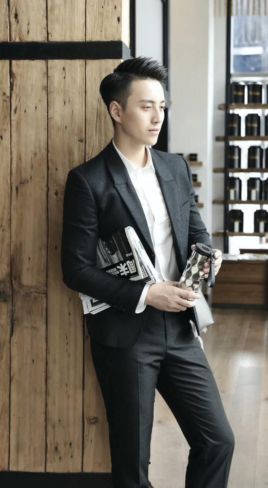 A Male Model posing with BeddyBear Vacuum Flask Classic Wave Design Silver Color